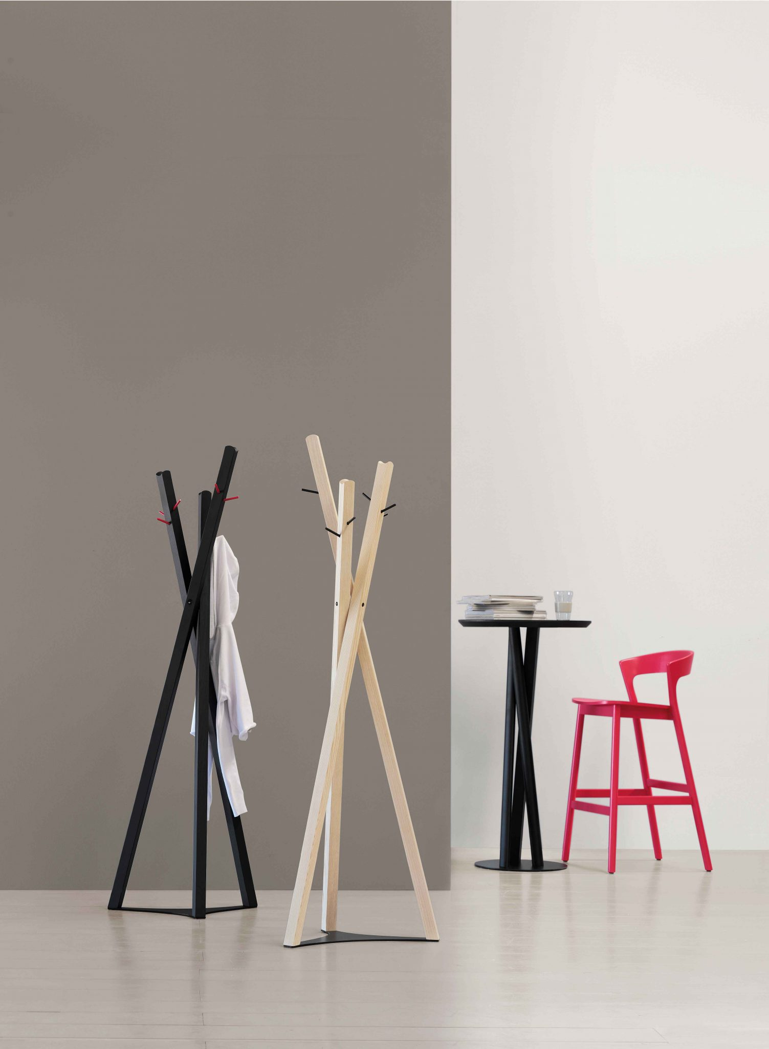 0074-LE-EDITH-Stool-0076-LE-TOBIAS-coat-rack-0124-R-NIELS-table-fast-food,0074-LE-EDITH-Sgabello-0076-LE-TOBIAS-appendiabiti-0124-R-NIELS-tavolo-fast-food,